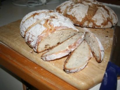 glutenfritt-surdegsbrod-bakat-med-mixwells-morka-b.JPG