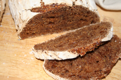 grovt-glutenfritt-surdegsbrod.JPG