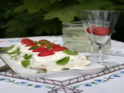 sommartarta-med-jordgubbar.jpg
