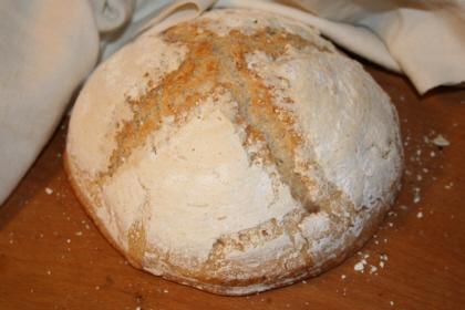 surdegsbrod-pa-ljust-gluten-och-laktosfritt-basmj.JPG